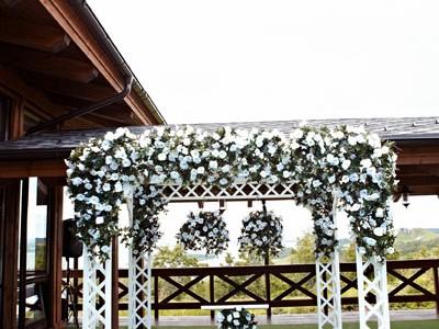 Столик регистратора на церемонии деревянный белый