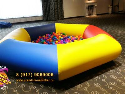 Сухой надувной бассейн с шариками аттракцион